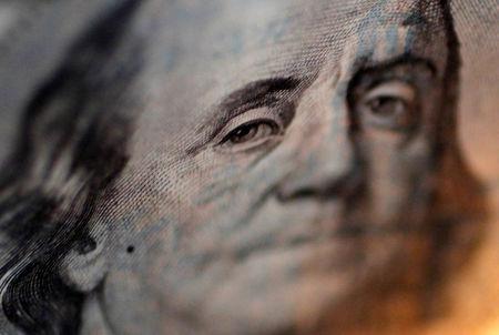 Dólar cai 1,2% e devolve alta da véspera com apetite por risco no exterior