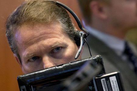 Moedas Globais: dólar se valoriza ante rivais e emergentes com avanço da covid-19