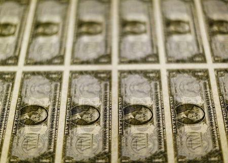 Dólar vai a R$ 5,76 em dia de tensão e injeção de US$ 1 bi pelo BC